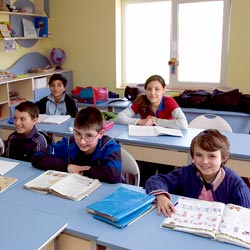 Volunteer-Educational Romania Gepiu classroom