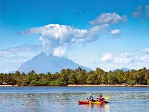 El-Salvador_jiquilisco_kayak-w-volcano_web.jpg