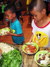 Thailand_Children_village_eating,
