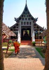 Thailand_Chiange-Mai_Temple-&-monkl