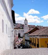 Ecuador_Quito-Street_web
