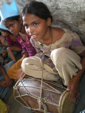 India_Jaipur_Girl-Drum_web.jpg