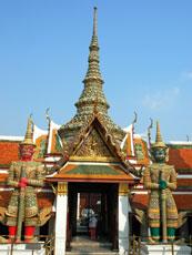 Thailand_Bangkok-Grand-Palace_Wat-Phra-Kaew-temple_web.jpg